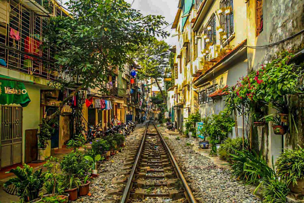 15 train-street-hanoi